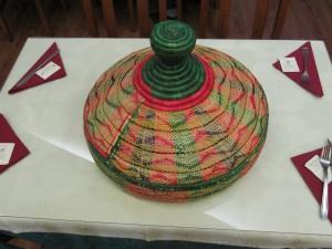 Bandeja de mimbre tradicional.