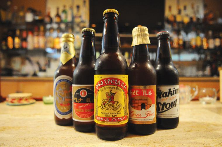Algunas ,marcas de `Tella´, la suave cerveza etíope.