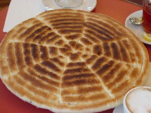 HImbasha, una de las muchas variedades de pan etíope (fuente: wikipedia).