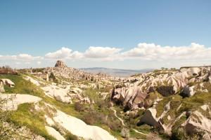 Panorámica de las construcciones excavadas en la roca.